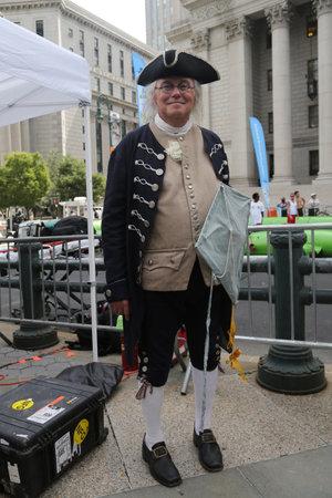 statesman: NEW YORK - AUGUST 8, 2015: Man dressed as Benjamin Franklin in New York Editorial
