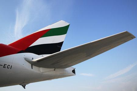 ドバイ国際空港エミレーツ航空着陸するドバイ、アラブ首長国連邦 - 2016 年 1 月 22 日: