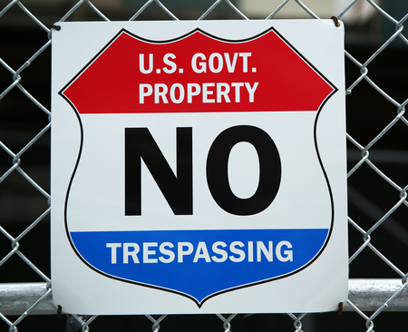 trespassing: U.S. Government property no trespassing sign Stock Photo