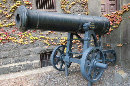british army: MELBOURNE, AUSTRALIA - JANUARY 27, 2016: Russian cannon captured by British army in Crimea in the front of Victoria Barracks in Melbourne, Australia. Editorial