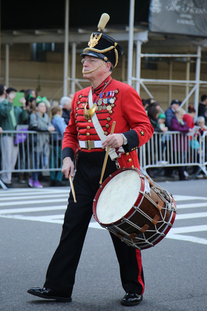 st  patrick s day: NEW YORK - MARCH 17, 2016: Drummer in 1812 war artillery uniform marching at the St. Patrick s Day Parade in New York.