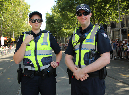 メルボルンでオーストラリアの日パレードの間にセキュリティを提供するメルボルン, オーストラリア - 2016 年 1 月 25 日: ビクトリア警察巡査