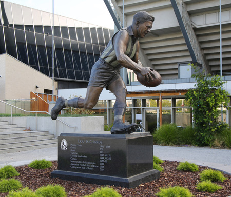 lou: MELBOURNE, AUSTRALIA- JANUARY 23, 2016: The statue of Lou Richards, an Australian rules footballer, at Olympic Park in Melbourne, Australia