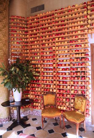 vestibule: NEW YORK - MARCH 27, 2016: Fresh-picked apples that perfectly align the racks of the vestibule at the Micheline star restaurant Bouley in Tribeca neighborhood, Lower Manhattan.