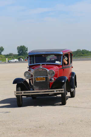 motor de carro: BROOKLYN, NEW YORK - JUNE 8, 2014: Historical 1931 Ford at the Antique Automobile Association of Brooklyn annual Spring Car Show in Brooklyn, New York