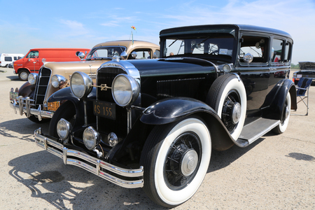 motor de carro: BROOKLYN, NEW YORK - JUNE 8, 2014: Historical 1930 Buick on display at the Antique Automobile Association of Brooklyn annual Spring Car Show in Brooklyn, New York Editorial