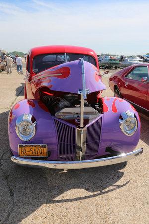 motor de carro: Brooklyn, Nueva York - 8 de junio de 2014: Histórico Ford 1940 en exhibición en la Asociación del Automóvil antiguo de Brooklyn Muestra Anual de Primavera de coches en Brooklyn, Nueva York Editorial