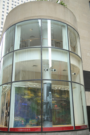NEW YORK CITY - JUNE 16, 2016: Christie's main headquarters at Rockefeller Plaza in New York. Christie's is the world s largest art business and a fine arts auction house 免版税图像 - 58697375