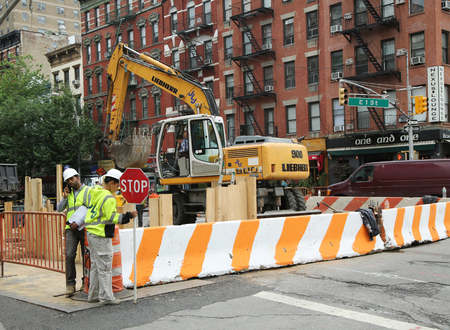 consolidated: BROOKLYN, NEW YORK - JUNE 16, 2016: Constriction workers repair street in Lower Manhattan