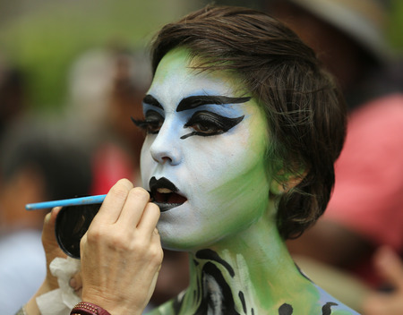 artistic nude: NEW YORK - JULY 9, 2016: Artists paint 100 fully nude models of all shapes and sizes during third NYC Body Painting Day in midtown Manhattan featuring artist Andy Golub in New York