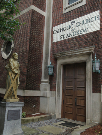 NEW YORK - JULY 19, 2016: The Catholic Church of St. Andrew in Lower Manhattan Редакционное