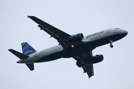 jetblue: NEW YORK - JULY 28, 2016: JetBlue Airways  Airbus A320 descending for landing at JFK International Airport in New York Editorial
