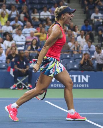 NEW YORK - 8 SEPTEMBRE 2016: L'Allemande Angelique Kerber, championne du Grand Chelem, célèbre sa victoire après sa demi-finale à l'US Open 2016 au Billie Jean King à New York