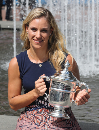 billie: NEW YORK - SEPTEMBER 11, 2016:Two times Grand Slam champion Angelique Kerber of Germany posing with US Open trophy after her victory at US Open 2016 at Billie Jean King National Tennis Center