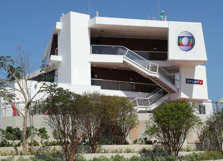 deportes olimpicos: RIO DE JANEIRO, BRASIL - 13 de agosto, 2016: centro emisor SporTV en el Parque Olímpico en Río de Janeiro. SporTV es una red de televisión por cable brasileña que tiene su programación basado en todos los deportes