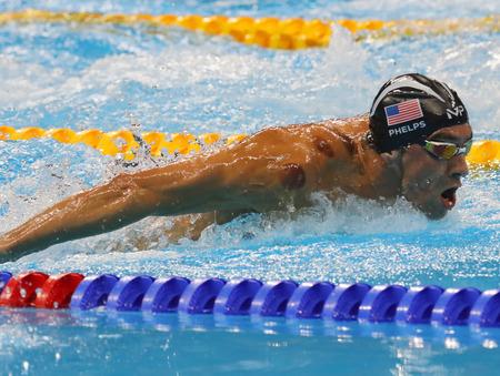 RIO DE JANEIRO, BRAZILIÃ‹ - 8 augustus 2016: Olympisch kampioen Michael Phelps van de Verenigde Staten concurreert op de mannen 200 m vlinderslag in Rio 2016 Olympische Spelen in het Olympisch Stadion Aquatics