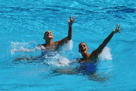 natación sincronizada: RIO DE JANEIRO, BRASIL - 14 de agosto, 2016: Anita Alvarez y Mariya Koroleva del equipo de Estados Unidos compiten durante la natación sincronizada duetos preliminar de rutina libre de los Juegos Olímpicos Rio 2016