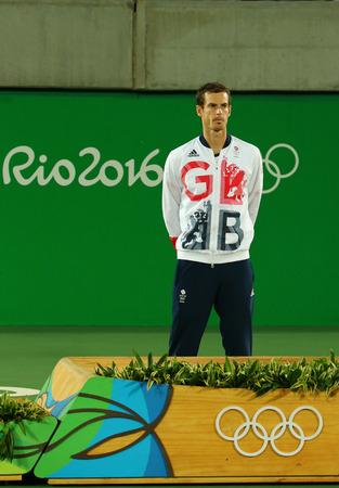 RIO DE JANEIRO, BRAZILIË - 14 augustus 2016: Olympisch kampioen Andy Murray van Groot-Brittannië tijdens tennis heren enkelspel medaille ceremonie van de Olympische Spelen van Rio 2016 op de Olympische Tennis Centre Stockfoto - 66238068