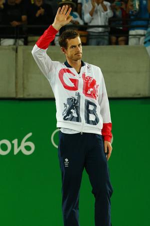 RIO DE JANEIRO, BRAZILIË - 14 augustus 2016: Olympisch kampioen Andy Murray van Groot-Brittannië tijdens tennis heren enkelspel medaille ceremonie van de Olympische Spelen van Rio 2016 op de Olympische Tennis Centre Stockfoto - 66238070