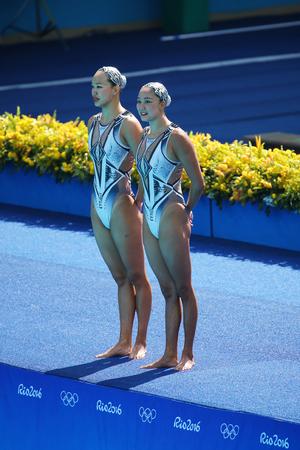natación sincronizada: RIO DE JANEIRO, BRASIL - 15 DE AGOSTO, 2016: Huang Xuechen y Sun Wenyan del equipo de China compiten en natación sincronizada duetos preliminar de rutina libre de los Juegos Olímpicos Rio 2016