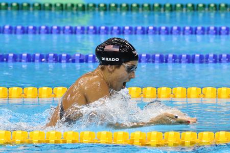 RIO DE JANEIRO, BRAZILIË - AUGUSTUS 8, 2016: Olympisch kampioen Madeline Dirado van de Verenigde Staten zwemt de 200m Individuele Medley Heat 3 van Vrouwen van Rio 2016 Olympische Spelen bij Olympisch Aquatisch Stadion Stockfoto - 67937910