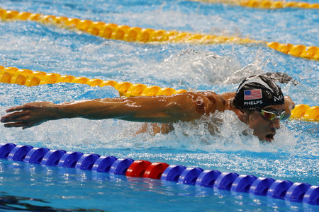 piscina olimpica: RIO DE JANEIRO, BRAZIL - AUGUST 8, 2016: Olympic champion Michael Phelps of United States competes at the Mens 200m butterfly at Rio 2016 Olympic Games at the Olympic Aquatics Stadium
