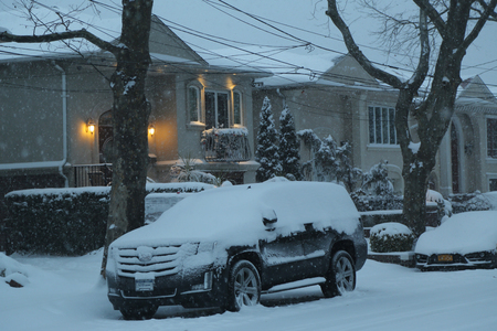 inconvenient: BROOKLYN, NEW YORK - JANUARY 7, 2017: Snowfall continues in Brooklyn, NY after massive Winter Storm Helena strikes Northeast.