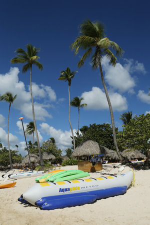 hobie: LA ROMANA, DOMINICAN REPUBLIC - DECEMBER 30, 2016: Scene at Playa Bayahibe Beach in La Romana Editorial
