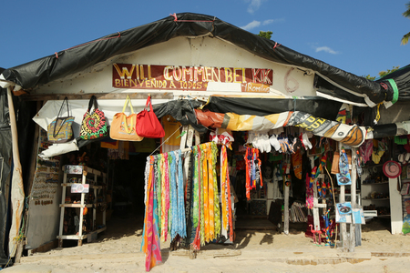 romana: LA ROMANA, DOMINICAN REPUBLIC - DECEMBER 30, 2016: Local beach souvenir market at Playa Bayahibe Beach in La Romana, Dominican Republic
