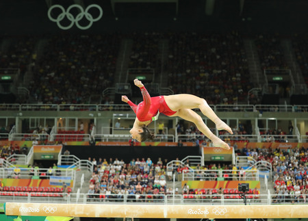 RIO DE JANEIRO, BRAZIL - AUGUST 11, 2016: Olympic champion Aly Raisman of United States competes on the balance beam at women's all-around gymnastics at Rio 2016 Olympic Games Imagens - 71005182