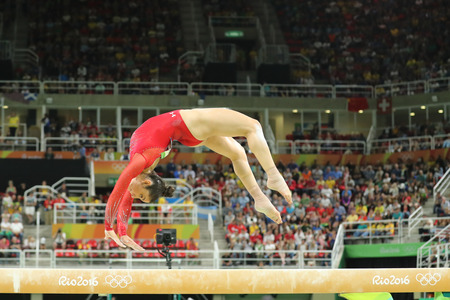 RIO DE JANEIRO, BRAZIL - AUGUST 11, 2016: Olympic champion Aly Raisman of United States competes on the balance beam at women's all-around gymnastics at Rio 2016 Olympic Games Imagens - 71005212