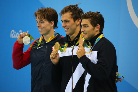 piscina olimpica: RIO DE JANEIRO, BRAZIL - AUGUST 13, 2016: Connor Jaeger (L) USA, champion Gregorio Paltrinieri  and Gabriele Detti of Italy during mens 1500 metre freestyle medal presentation of  Rio 2016 Olympics