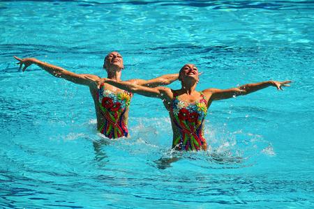natación sincronizada: RIO DE JANEIRO, BRASIL - 15 DE AGOSTO DE 2016: Lolita Ananasova y Anna Voloshyna de Ucrania compiten durante duetos de natación sincronizada libre rutina preliminar de los Juegos Olímpicos Rio 2016