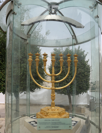 kotel: JERUSALEM, ISRAEL - APRIL 30, 2017: The golden menorah located in the Jewish Quarter in the Old City of Jerusalem. It is over two meters in height and plated with 43 kg (95 lbs) of gold