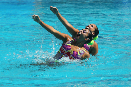 piscina olimpica: RIO DE JANEIRO, BRAZIL - AUGUST 14, 2016: Alvarez Piedrahita and  Arango Estrada  of Colombia compete during the synchronized swimming duet free routine preliminary round at the 2016 Summer Olympics