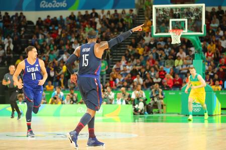 RIO DE JANEIRO, BRAZILIË - AUGUSTUS 10, 2016: Olympische kampioen Carmelo Anthony van Team de VS in actie tijdens de basketbalgelijke van groep A tussen Team de VS en Australië van de Olympische Spelen van Rio 2016 Redactioneel