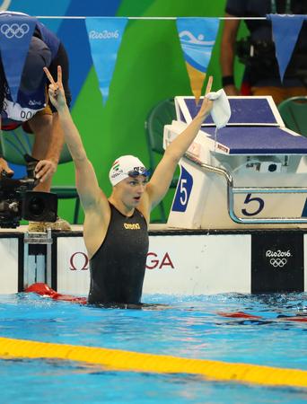 RIO DE JANEIRO, BRAZILIÃ‹ - AUGUSTUS 8, 2016: Katinka Hosszu van Hongarije viert overwinning in de 100m rugslagronde Dames finale van de Rio 2016 Olympische Spelen in het Olympic Aquatics Stadium