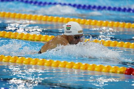 RIO DE JANEIRO, BRAZILIÃ‹ - AUGUSTUS 8, 2016: Olympisch kampioen Katinka Hosszu van Hongarije concurreert in de 100m rugslagtop van de Dames Finale van de Rio 2016 Olympische Spelen in het Olympisch Aquatics Stadion