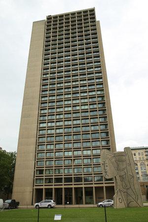 ニューヨーク - 2016 年 6 月 16 日:「NYU 銀塔と Sylvette バストは 1968 年にカール Nesjar ノルウェーのアーティストによって作成され、パブロ ・ ピカソと 報道画像