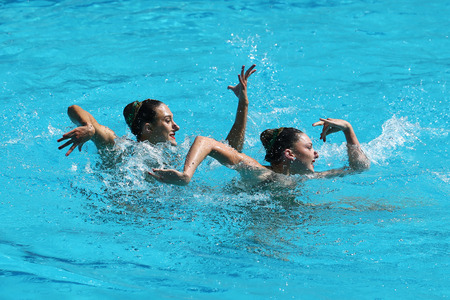 piscina olimpica: RIO DE JANEIRO, BRAZIL - AUGUST 14, 2016: Katie Clark and Olivia Federici of Great Britain compete during the synchronized swimming duet free routine preliminary round at the 2016 Summer Olympics