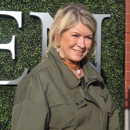 NEW YORK - 28 AOÛT 2017: Martha Stewart, femme d'affaires américaine, journaliste et personnalité de la télévision, sur le tapis bleu avant la cérémonie d'ouverture de l'US Open 2017 au Tennis Center de New York Banque d'images - 86342248