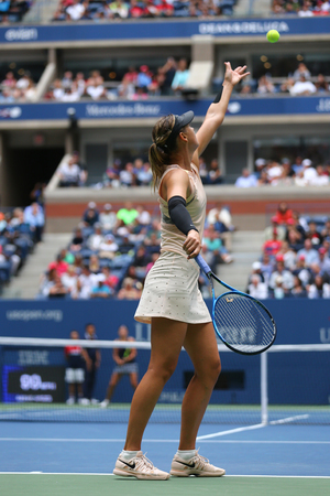 NEW YORK - SEPTEMBER 3, 2017: Five times Grand Slam Champion Maria Sharapova van Rusland in actie tijdens haar 2017 US Open ronde 4 wedstrijd op Billie Jean King National Tennis Center in New York