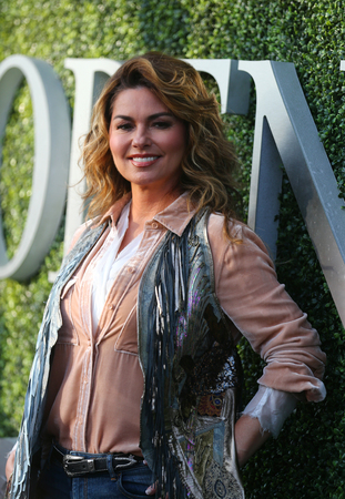 NEW YORK - AUGUST 28, 2017: Canadian country singer and songwriter Shania Twain on the blue carpet before US Open 2017 opening night ceremony at Tennis Center in New York 新聞圖片