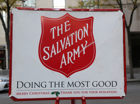 NEW YORK - NOVEMBER 16, 2017: Salvation Army red kettle for collections in midtown Manhattan. This Christian organization is known for its charity work, operating in 126 countries 스톡 콘텐츠 - 90047366