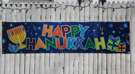 BROOKLYN, NEW YORK - DECEMBER 10, 2017: Hanukkah house decoration in Brooklyn, New York. Publikacyjne