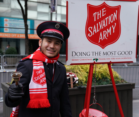 NEW YORK - DECEMBER 19, 2017: Salvation Army soldier performs for collections in midtown Manhattan. This Christian organization is known for its charity work, operating in 126 countries 스톡 콘텐츠 - 92634199