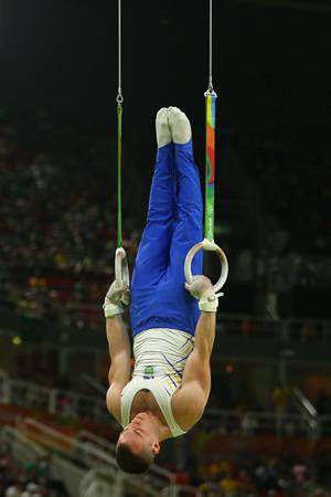 RIO DE JANEIRO, BRAZILIË - AUGUSTUS 15, 2016: Turner Igor Radivilov van Oekraïne concurreert bij de finale van de herenringen op artistieke gymnastiekcompetitie bij Olympische Spelen 2016 in Rio 2016 Redactioneel