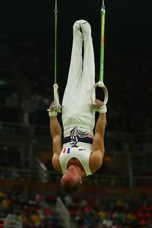 RIO DE JANEIRO, BRAZILIÃ‹ - AUGUSTUS 15, 2016: Turner Danny Pinheiro Rodrigues van Frankrijk concurreert bij de finale van de herenringen op artistieke gymnastiekcompetitie bij Olympische Spelen Rio 2016