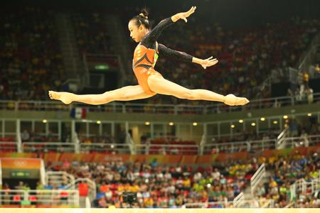 RIO DE JANEIRO, BRAZILIÃ‹ 15 AUGUSTUS, 2016: Artistieke turner Fan Yilin van China concurreert bij de finale op de artistieke gymnastiek van de evenwichtsbalk vrouwen op de Olympische Spelen van Rio 2016