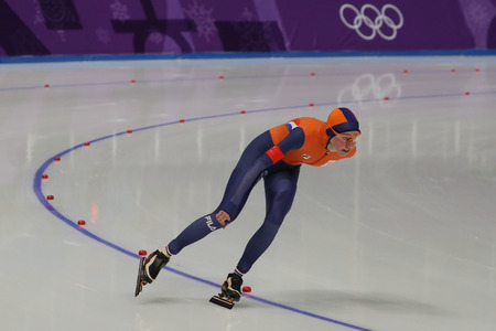 GANGNEUNG, SOUTH KOREA - FEBRUARY 16, 2018: Olympic champion Esmee Visser of Netherlands competes in the Ladies' 5,000m Speed Skating at the 2018 Winter Olympic Games at Gangneung Oval Stockfoto - 98651164